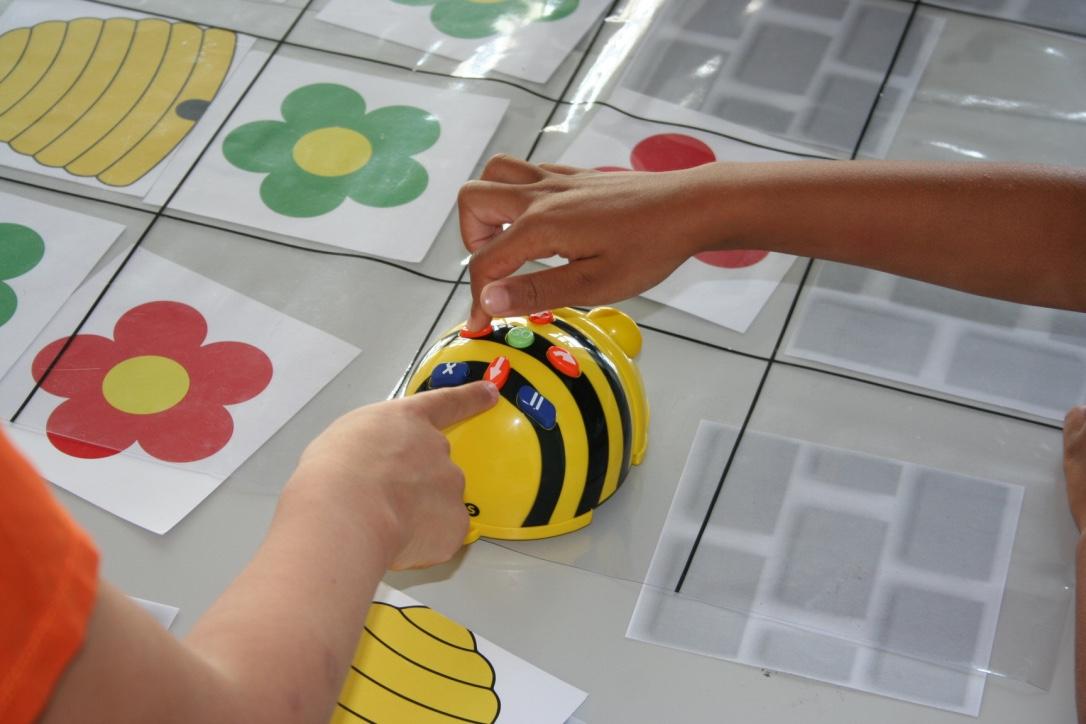 Programmieren von klein auf - mit Bienenrobotern!